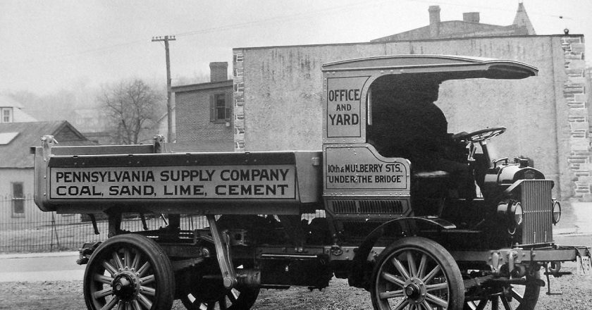 October 21, 1897 – Autocar, the oldest surviving American vehicle company, is founded